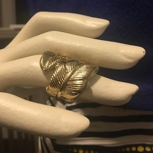 Jewelry - 🎈BOGO Gold feather ring