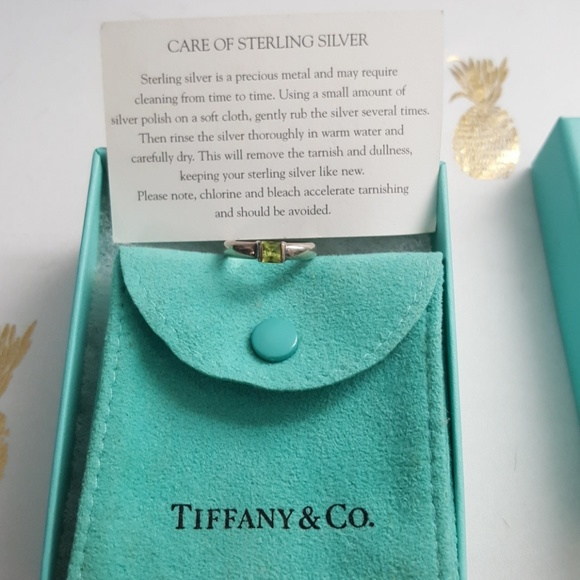 405212805 Tiffany & Co. Size 5 peridot stacking ring. M_59795e0636d594104d004735
