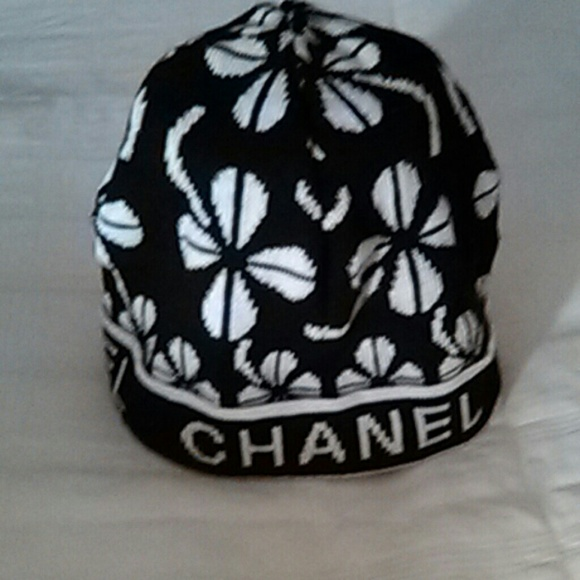 22042220e97 CHANEL Accessories - Chanel Beanie