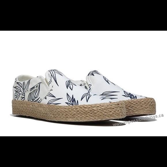 a6493680b9db ⭐️Host Pick⭐️Vans Asher Slip On Sneaker Bamboo. M 59796e45c6c795ab29008e35