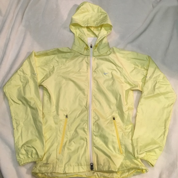 8bdfe5e3be9f Nike light yellow waterproof jacket. M 59797941b4188e6049009fc4