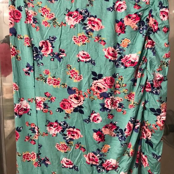 Charlotte Russe Dresses & Skirts - NWT waist high skirt with side split.