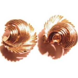 LISNER 50s clips soft patina gold feather earrings
