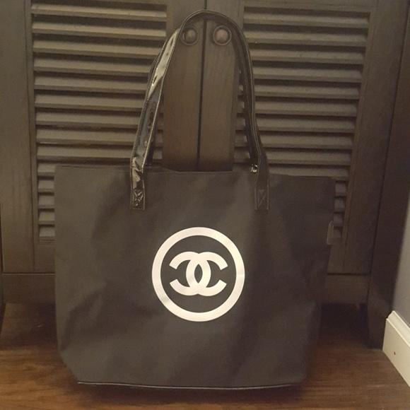 7cef9d17652f CHANEL Bags   Authentic Vip Gift Tote   Poshmark