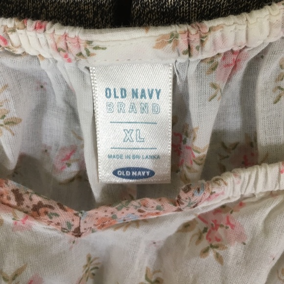Old Navy Tops - Dainty print top
