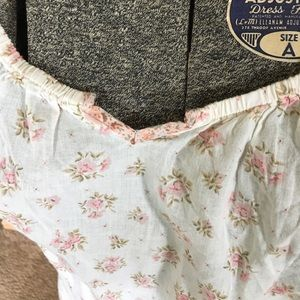 Old Navy Tops - Dainty print top