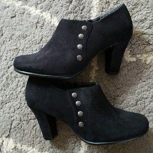 Shoes - Aerosoles black ankle booties