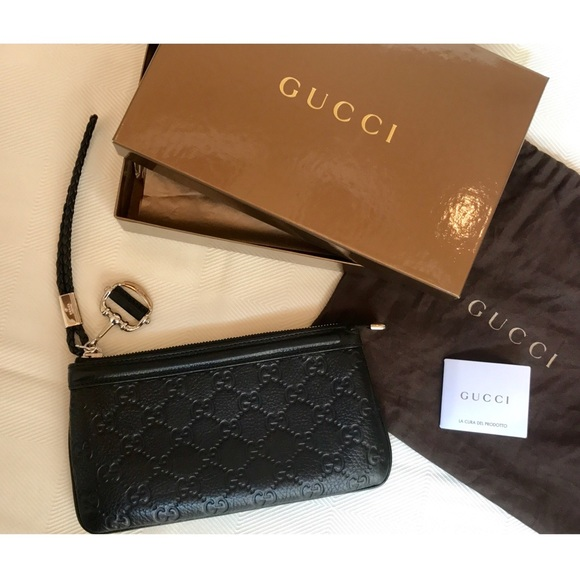 7535bb51a2f Gucci Handbags - 💯% Authentic Gucci Signature Leather Wrist Wallet