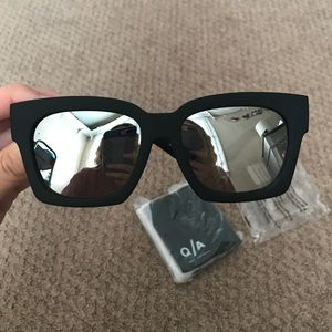 BRAND NEW Quay Midnight Runner Sunglasses