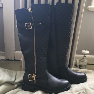 Black Leather Boots, w Gold Buckle, Zipper Detail