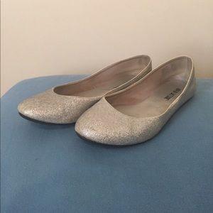 Shoes - Lower East Side silver flats e68b009e4