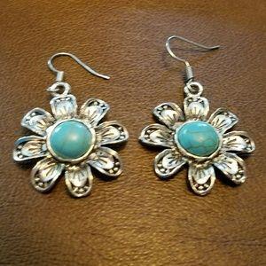 Jewelry - NWOT Turquoise Flower Earrings