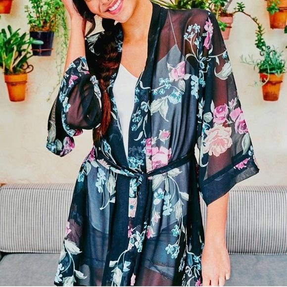 NWOT Helena Quinn Sheer Floral Kimono