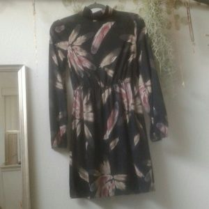 Dresses & Skirts - Long sleeved floral dress