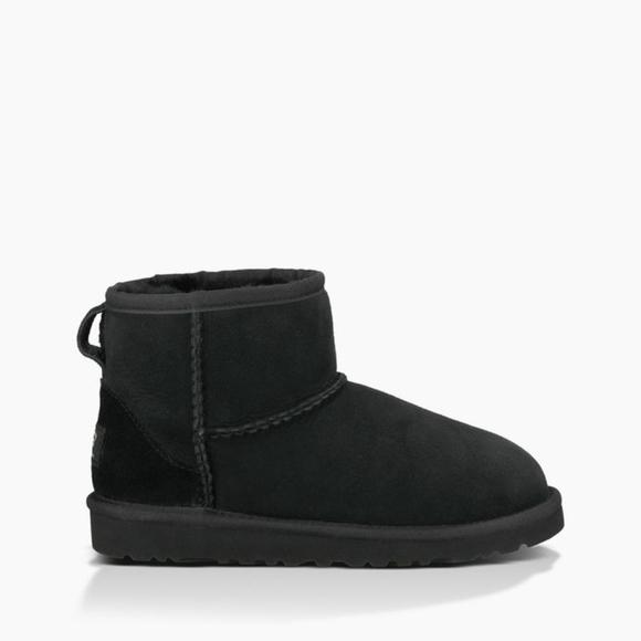c57b05909c2 UGG kids classic mini boot size 2