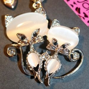 New Betsey Johnson cat necklace pendant