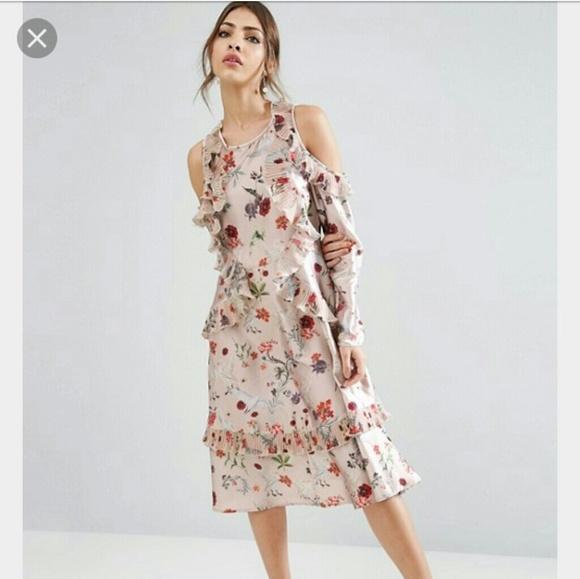 81214b90e4948 Asos Dresses & Skirts - ASOS floral print cold shoulder midi dress sz.
