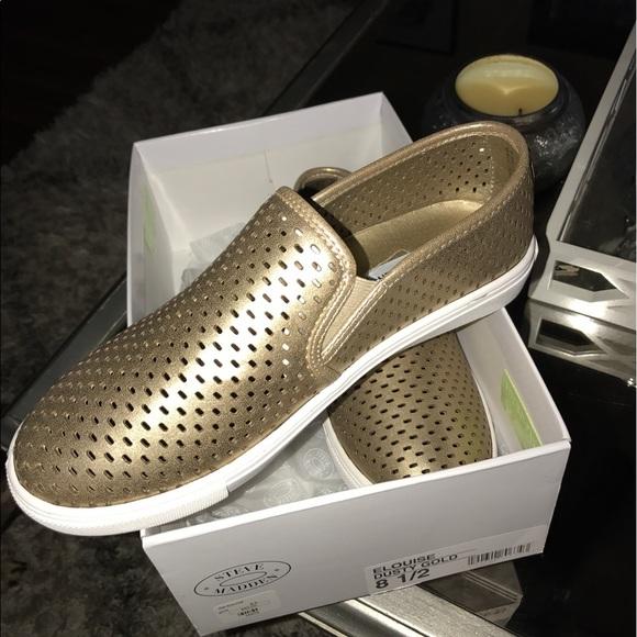 148e568e065 Steve Madden Elouise sneaker in dusty gold. NWT
