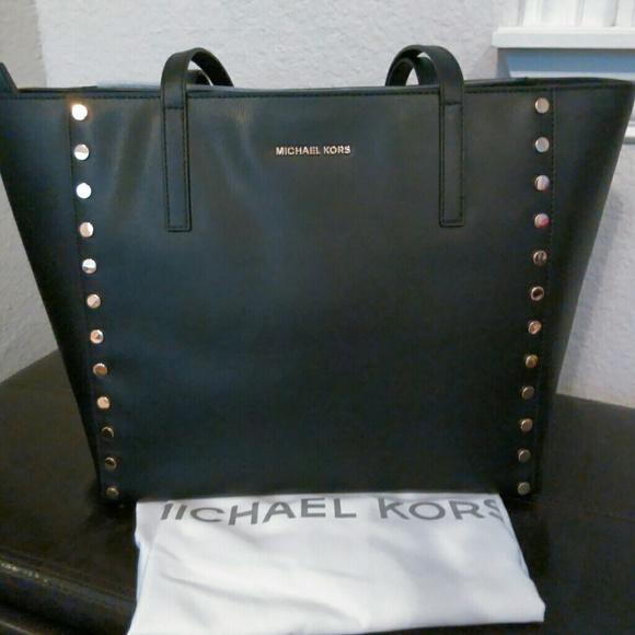 9522dc1bfebd NWT Michael Kors Rivington Stud Large Tote Leather.  M 597a843d6a5830b122001ae8