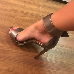 df5ed76f37b Steve Madden Shoes - Steve Madden Coco in Pewter