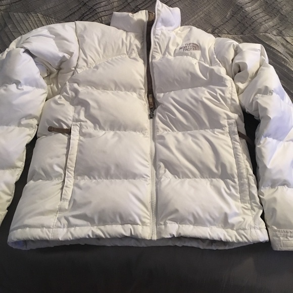 26b6ec554 White northface women's down jacket.