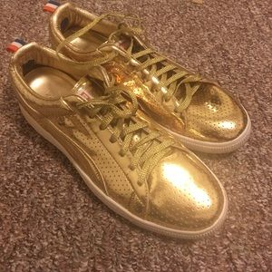 198ca09c2fa Puma Shoes - Puma Clyde Metallic Gold Size 13