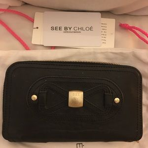 💯 authentic See by CHLOE wallet in black