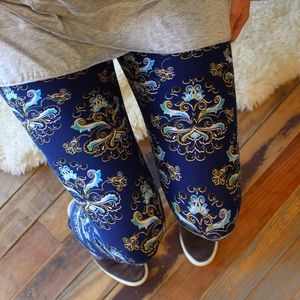 Navy- blue printed butter soft leggings