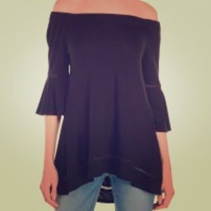 Black off the shoulder Cable and Gauge top!