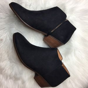 Shoes - NEW NEVER WORN BLACK ANKLE BOOTIES