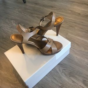 Shoes - Size 8 tan leather heels
