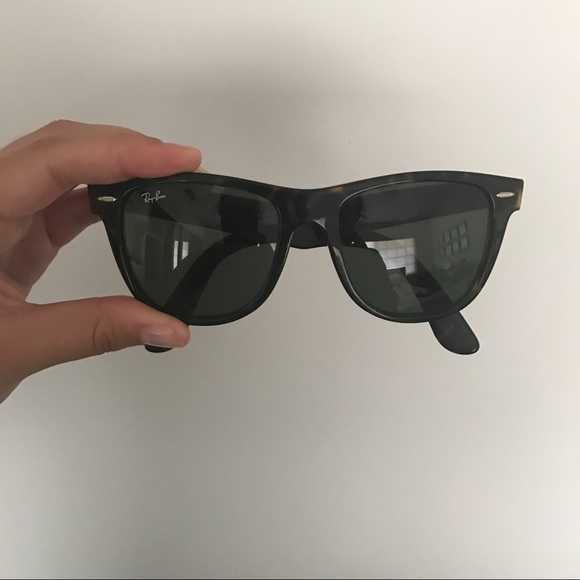 67ffceb4a05d7 Vintage Ray Ban Wayfarer Sunglasses Tortoise. M 597b8ae9291a35f1c6034a01