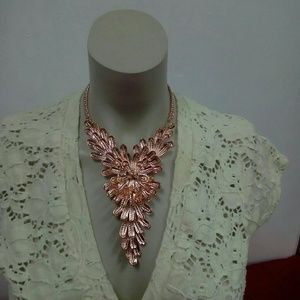 NWT Rose Color Statement Necklace