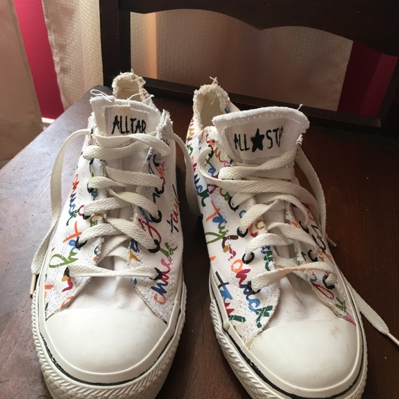 writing on shoes