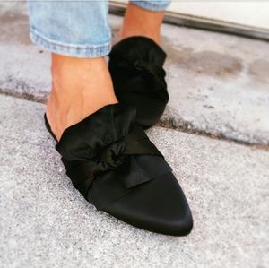 🆕//The Rosemary// Black satin bow slide Flat
