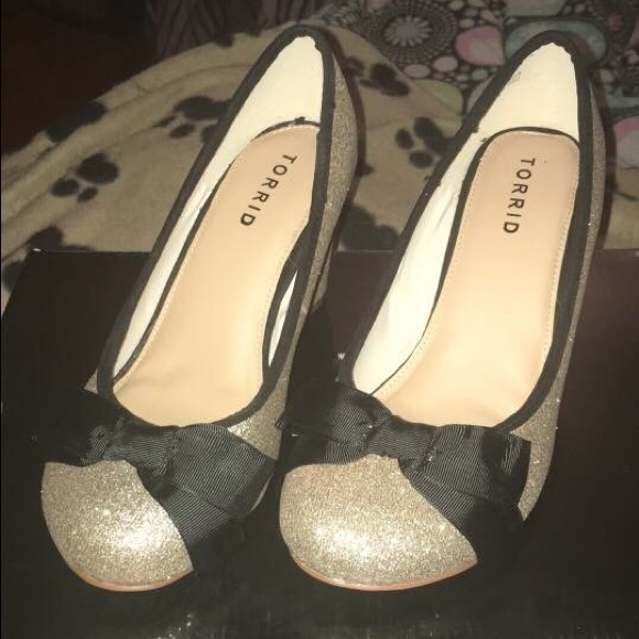 Gold glitter heels with black bow 9a52eff41e