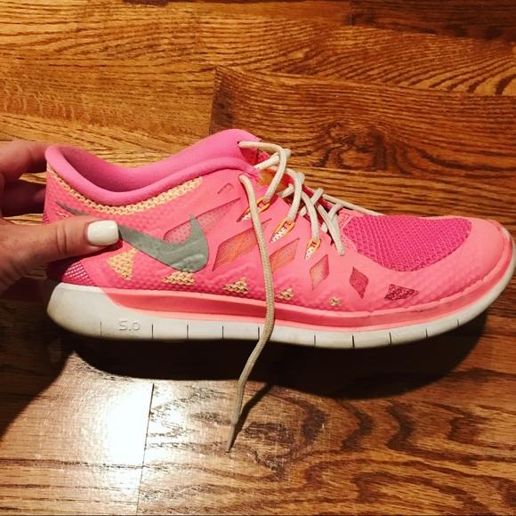 0e1a54bee7a Nike Free 5.0 Pink Youth Tennis Shoes. M 597bda0c4e8d17ec420459f8