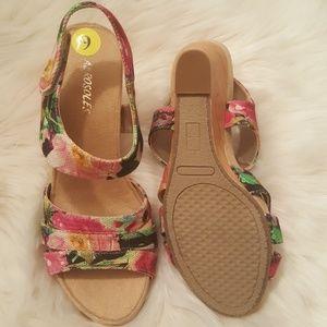 092317d195 AEROSOLES Shoes | Nwob Floral Wedge Sandal Sz 9 | Poshmark