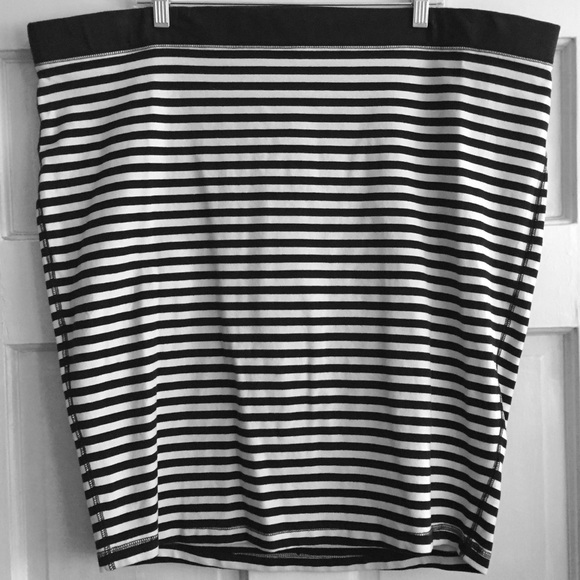 Old Navy Skirts - Striped Stretch Pencil Skirt