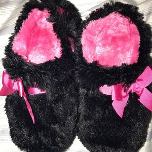 Shoes - Small 5/6 slippers