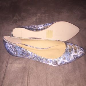 2 Lips Too Flat Shoes size 8.5