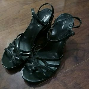 Strappy heeled sandles