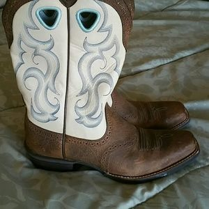 PRICE REDUCED! Ariat Boots, Barely Worn!