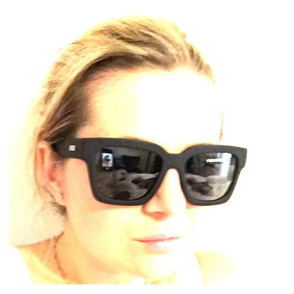 c5a8f828b3 Le Specs Weekend Riot Matte polarized shades