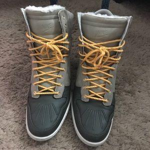 Nike Duck boot high top sneaker wedges w/ fur