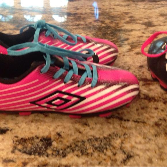 Umbro y Adidas zapatos dos pares de las chicas de fútbol poshmark