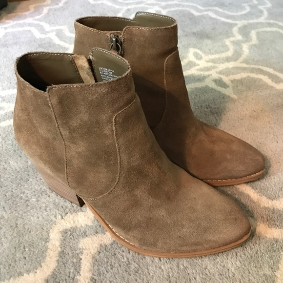 6682e47c8be Treasure & Bond Winsor Block Heel Booties Size 8