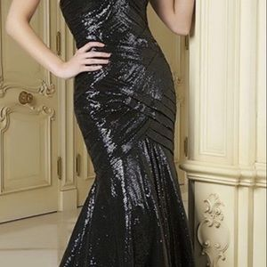 Dresses & Skirts - Gorgeous strapless NWT black small sequin gown