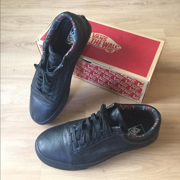 409db7bd7524 Men s Vans Leather Black Plaid Old Skool Sneakers.  M 597d1947bcd4a74bb108aa78
