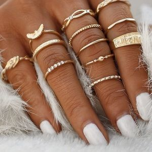 ✨10 Piece Boho Style Chic Gold Ring Set✨
